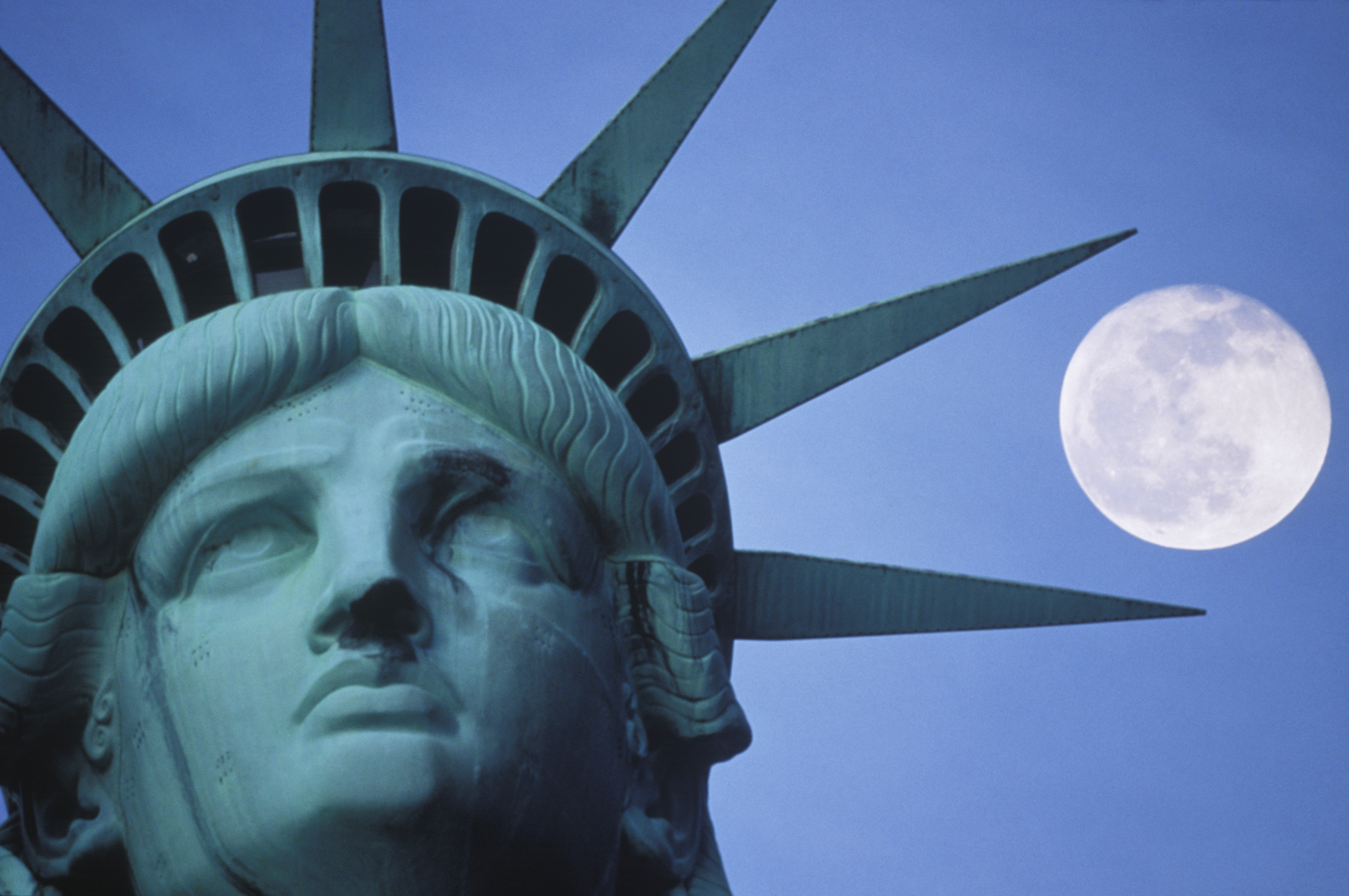 Full Moon Over The Statue Of Liberty Old Farmer S Almanac