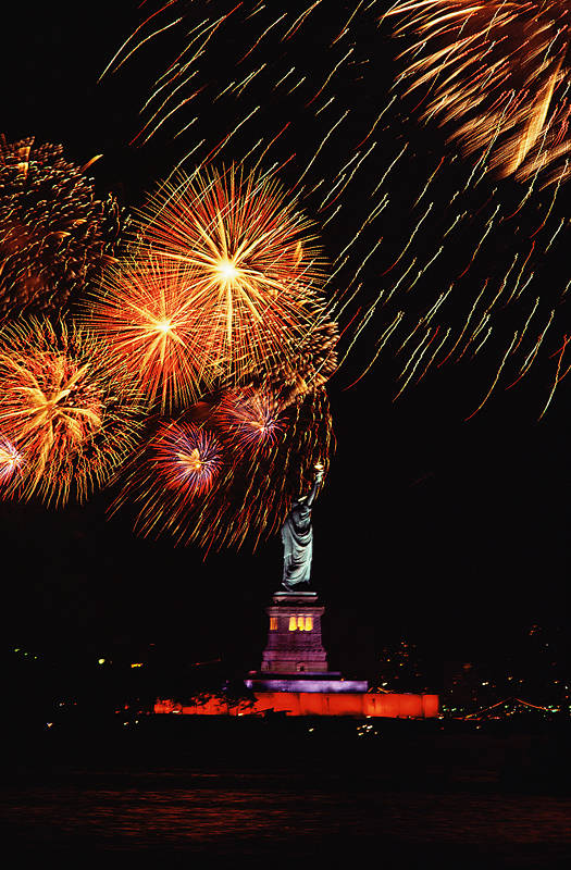 Fireworks Over The Statue Of Liberty Old Farmer S Almanac