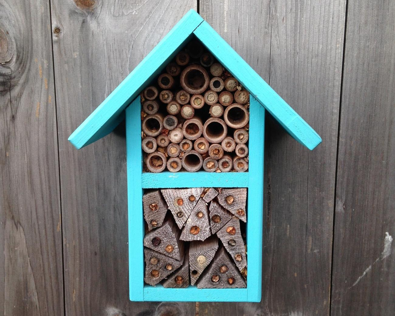 how to make a solitary bee house