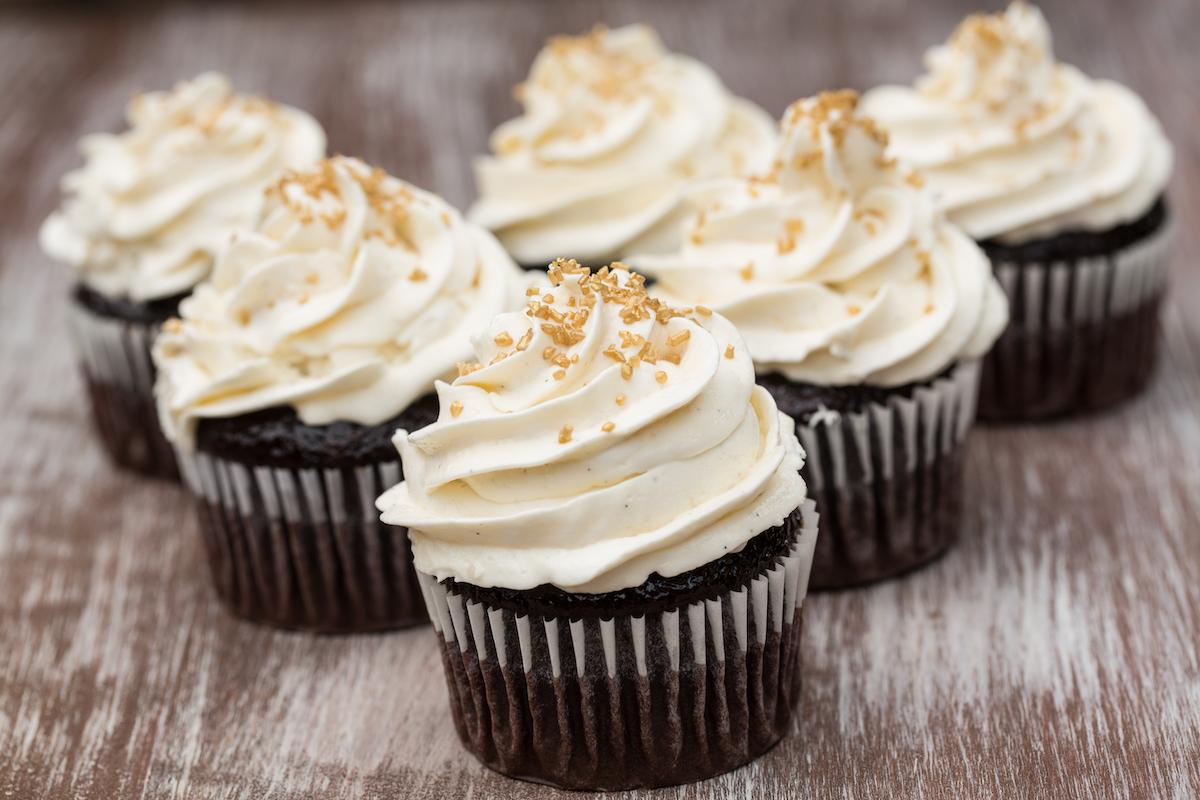 Chocolate Cupcakes With White Frosting