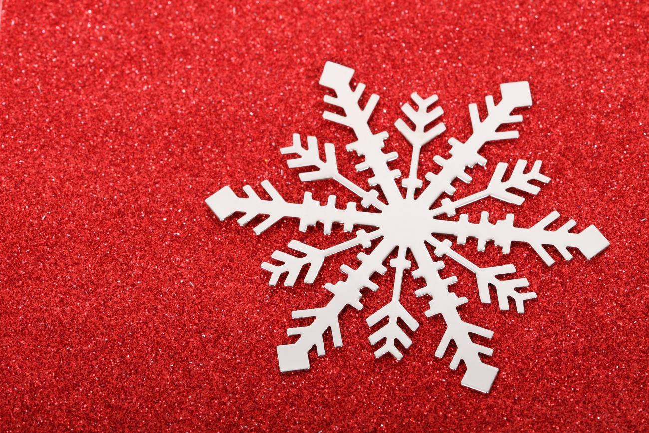 How to Make Paper Snowflakes: Easy Snowflake Decorations
