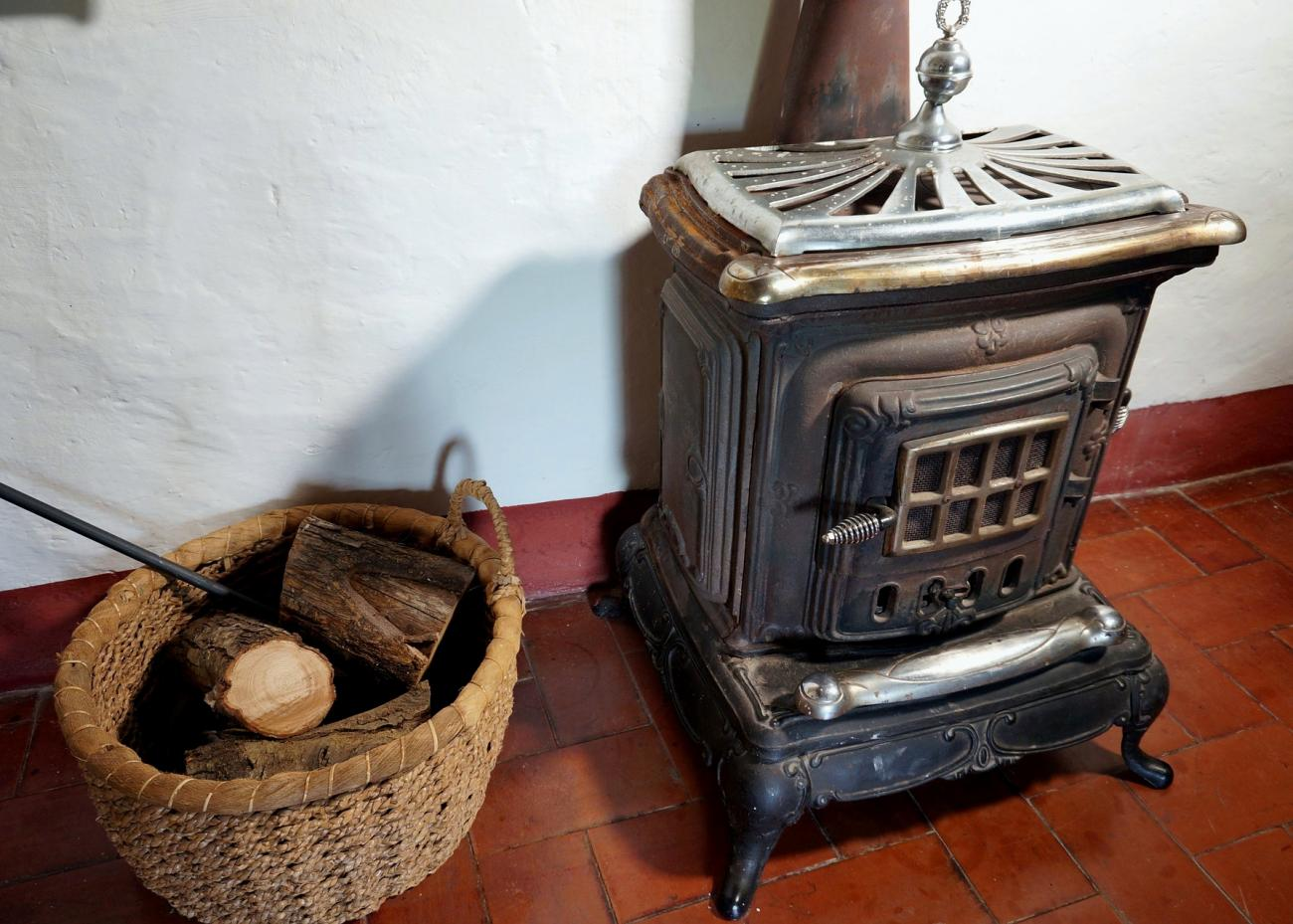 A Brief History of the Wood Stove | The Old Farmer's Almanac