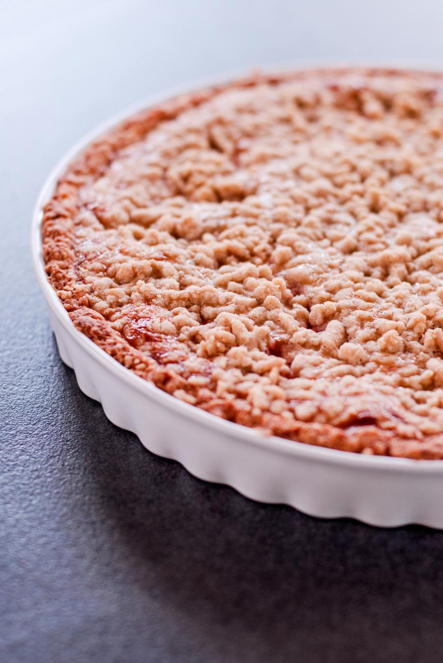 Recipe for Strawberry Rhubarb Pie With Coconut Crumb Topping