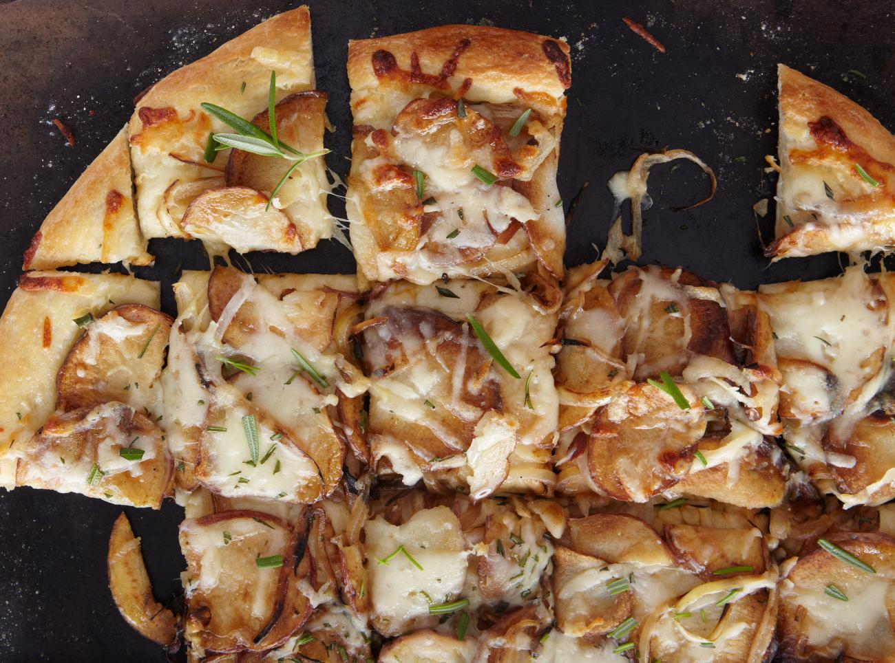 Recipe for Potato Pizza With Sweet Onions and Rosemary