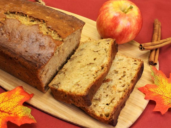 apple_bread_2_edited_full_width.jpg