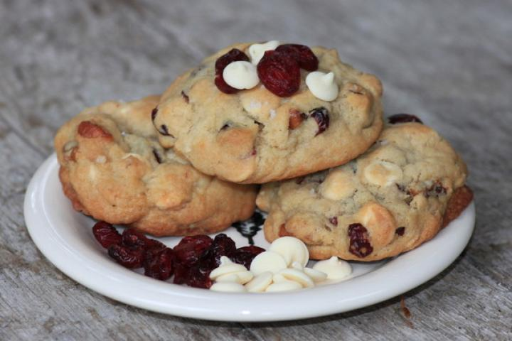 cranberry-white-cookies_0.jpg
