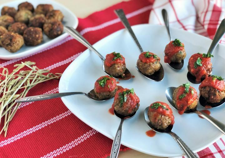 Meatballs on spoons. Photo by Sma Jones/Quinn Brein