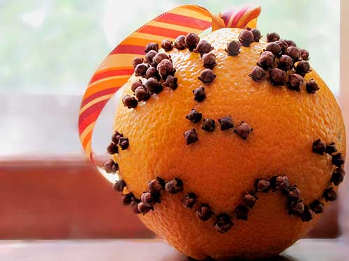 Orange and clove pomander. Photo by Wendy Piersall.