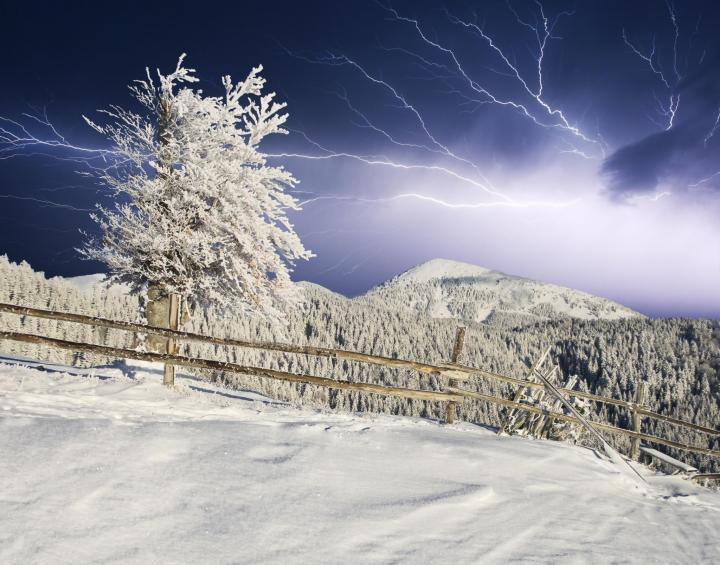 winter_lightning_creative_travel_projects_shutterstock_full_width.jpg