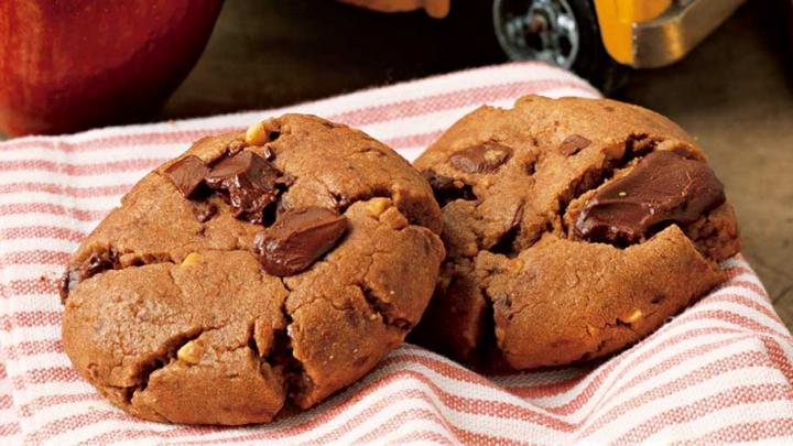 Chocolate Chunk–Peanut Butter Cookies. Photo by Becky Luigart-Stayner