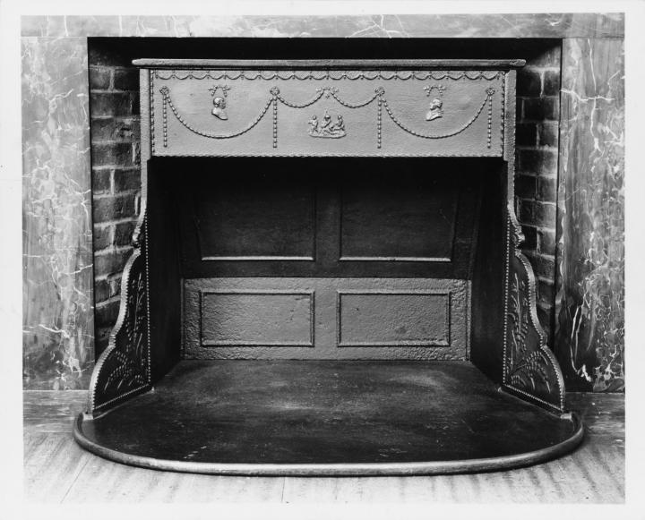 Franklin stove, ca. 1795. Photo courtesy of the MET.