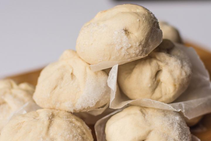 Frozen bread rolls