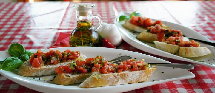 recipes-leftover-bread-bruschetta.jpg