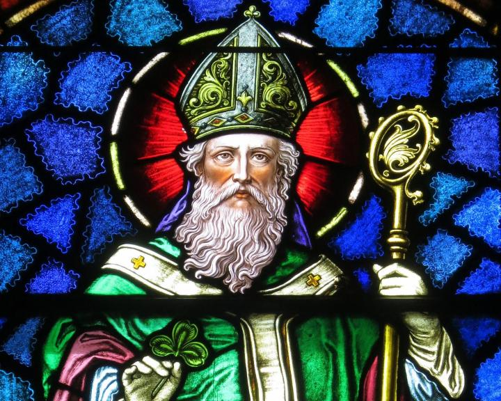 Saint Patrick stained glass, in Junction City, Ohio. Photo by Nheyob/Wikimedia Commons.
