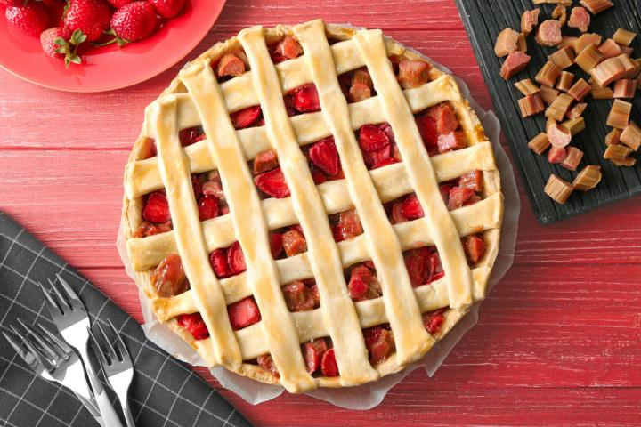 strawberry_rhubarb_pie_full_width.jpg