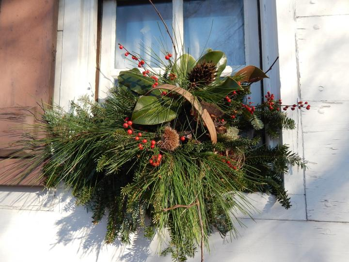 holiday-decorations-587446_1920_full_width.jpg