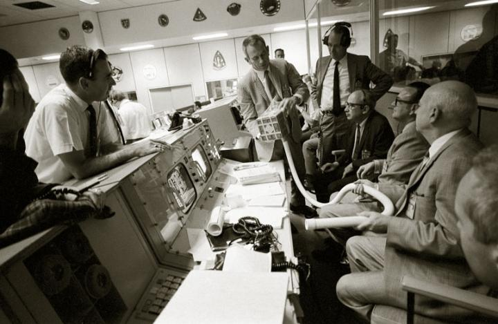 apollo_13_mailbox_at_mission_control_full_width.jpg