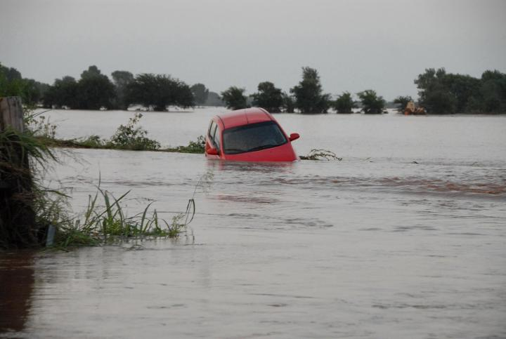 fema_-_32048_-_red_car_floating_in_flood_waters_in_oklahoma_full_width.jpg