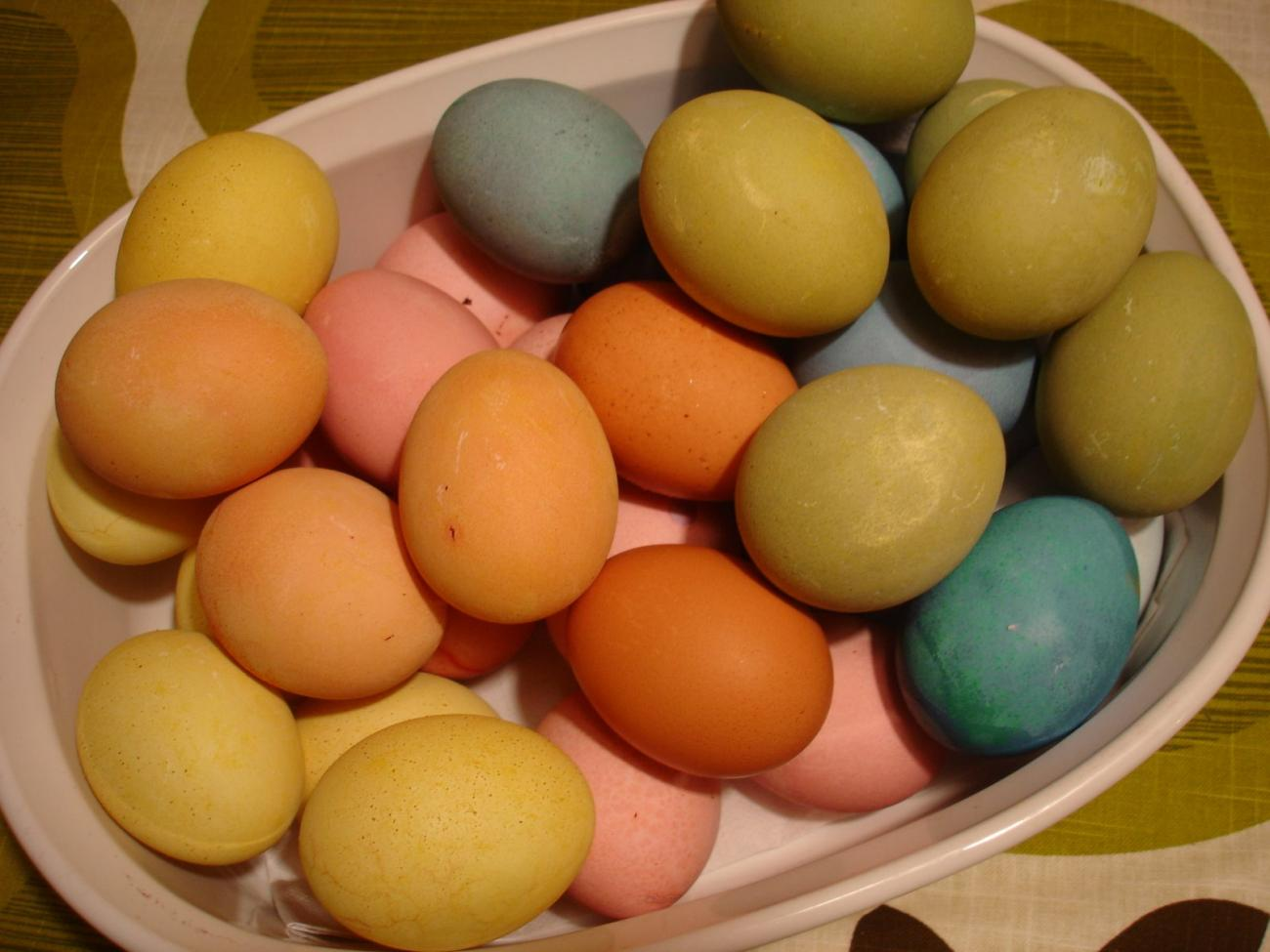 Naturally-Dyed Eggs for Easter