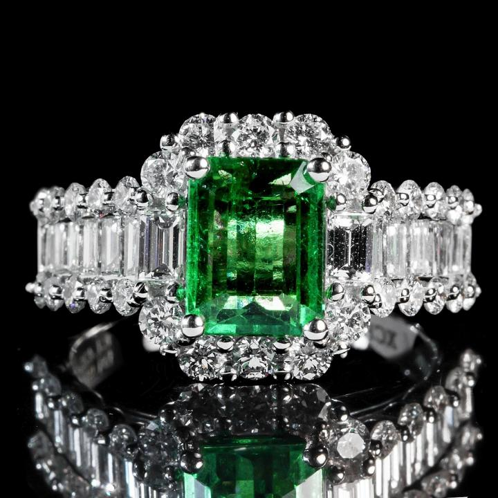 Emerald, May birthstone